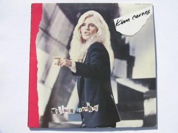 9週全米1位となった「Bette Davis Eyes」を収録したキム・カーンズの『Mistaken Identity』