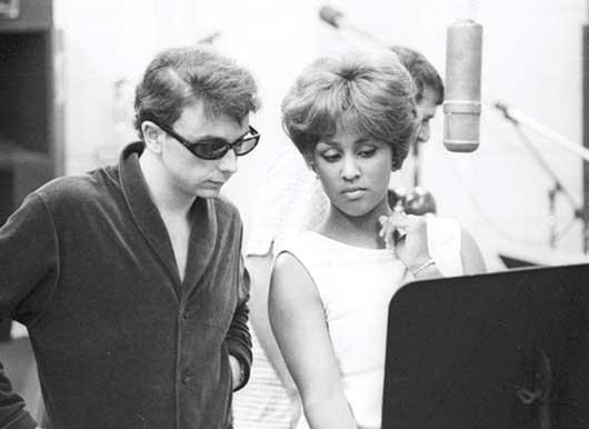 Phil-Spector-&-Darlene-Love-in-studio---530