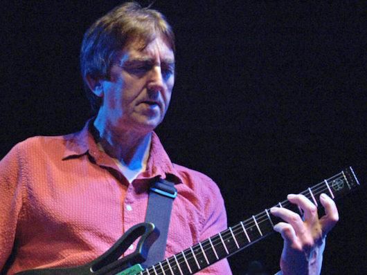 ピーター・フランプトンやジョー・サトリアーニらに影響を与えた、革新的ギタリスト アラン・ホールズワースが70歳で死去