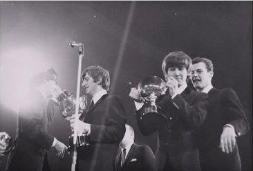 ロジャー・ムーアの驚くべきザ・ビートルズ、レッド・ツェッペリン等とのつながり