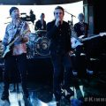 U2がゴスペル隊に参加?新曲「The Little Things That Give You Away」を披露