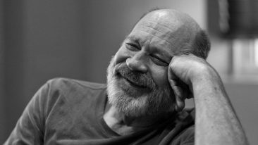 キース・リチャーズ、ピート・タウンゼントのギター製作者: ビル・コリングスが68歳で死去