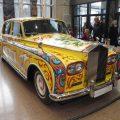 ジョン・レノンの有名なサイケデリックなロールス・ロイスがロンドンの展示会に