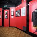 リヴァプールのザ・ビートルズの博物館にてブライアン・エプスタインの展示開始