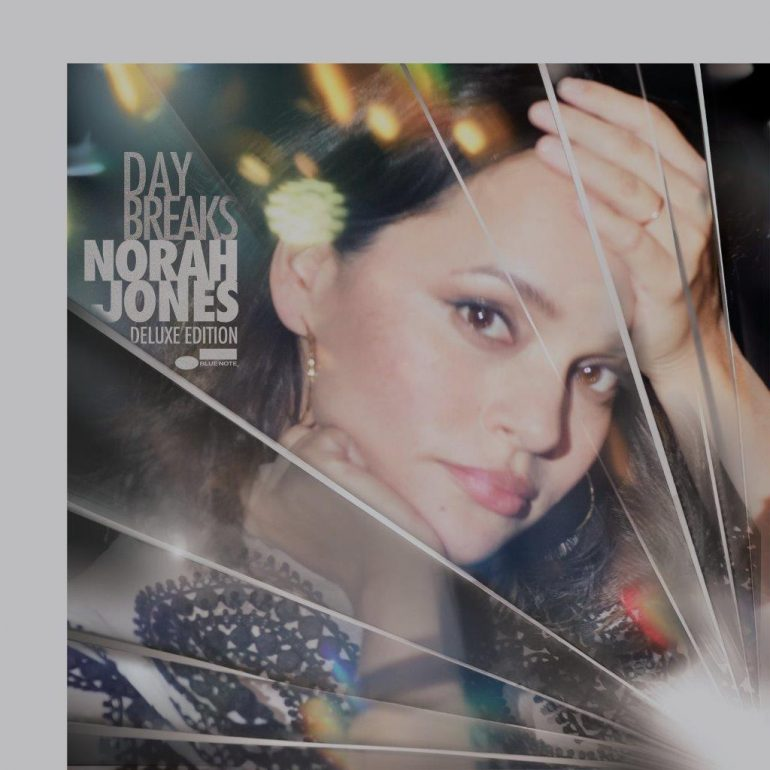 ノラ・ジョーンズ、最新アルバム『デイ・ブレイクス』に貴重なLIVE音源を追加したデラックス・エディションのリリースが決定