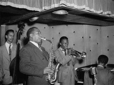 Charlie-Parker-Tommy-Potter-Miles-Davis-Duke-Jordan-and-Max-Roach-Three-Deuces-New-York-NY-ca.-Aug.1947-530-366x271