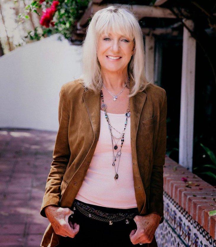 フリートウッド・マックのクリスティーンがデニス・ウィルソンとの恋、無人島に持っていく8枚のレコードを語る
