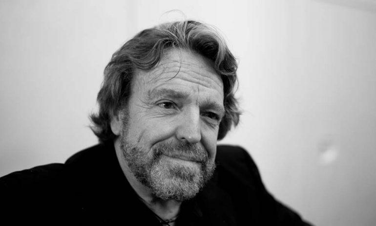 グレイトフル・デッドの作詞家、ジョン・ペリー・バーロウが70歳で死去