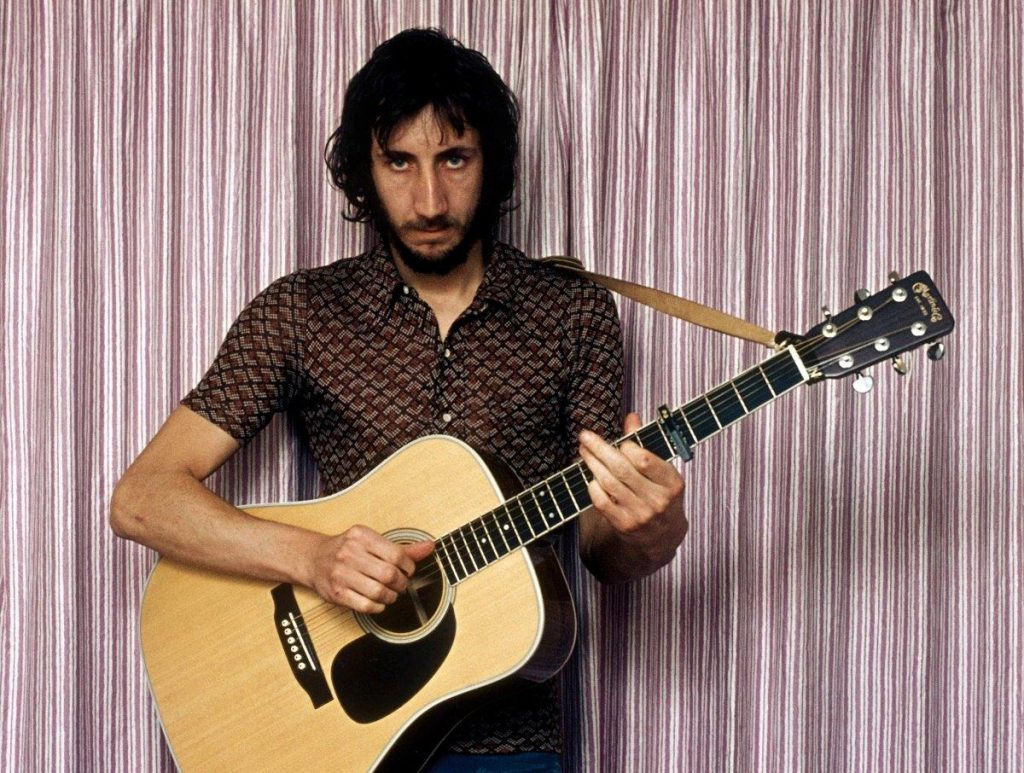 Photo of Pete with guitar (Small) - Chris Morphet, Redferns, Getty