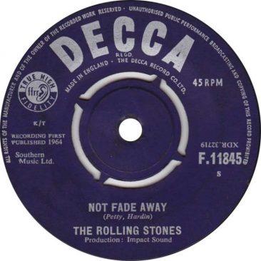 ザ・ローリング・ストーンズ全米最初のシングル「Not Fade Away」はボ・ディドリーを取り入れたバディ・ホリーのカヴァー