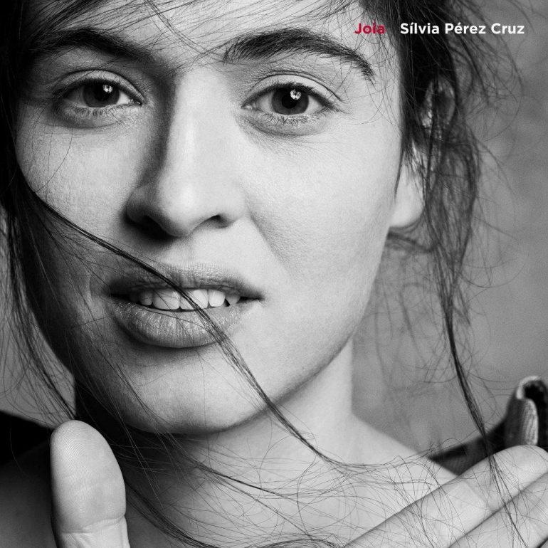スペインを代表する歌姫シルビア・ペレス・クルス初来日を記念2枚組ベスト盤発売決定