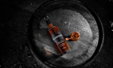 メタリカが自身のブランドのウィスキー「Blackened」を発表。熟成の決め手は、メタリカの曲を聴かせること