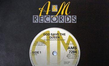 セックス・ピストルズの「God Save The Queen」が約237万円で出品