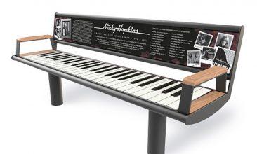 ニッキー・ホプキンスの記念碑としてピアノを模したベンチが設置