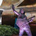 サウンドガーデンのクリス・コーネル記念像が地元シアトルで公開