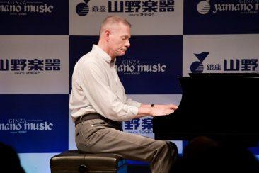 リチャード・カーペンター 来日イベントで日本のファンに御礼。生演奏披露