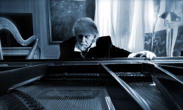 ヴァンゲリスの新作ピアノ・アルバム『Nocturne』発売。月の写真をアップすると先行試聴が可能