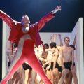 クイーン『Ballet For Life』:ロックバンド、バレエ、ヴェルサーチによるコラボ作品が出来上がるまで