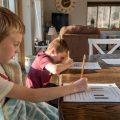 """""""学校にいかない""""ホームスクールは成功の近道? その制度、ビリーやオリヴィア・ロドリゴの例を解説"""