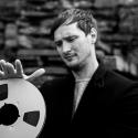 アーランド・クーパー、最新アルバムの音源テープを3年間土に埋め、2024年に発掘してリリース